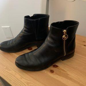 MICHAEL KORS, Chelsea boots.